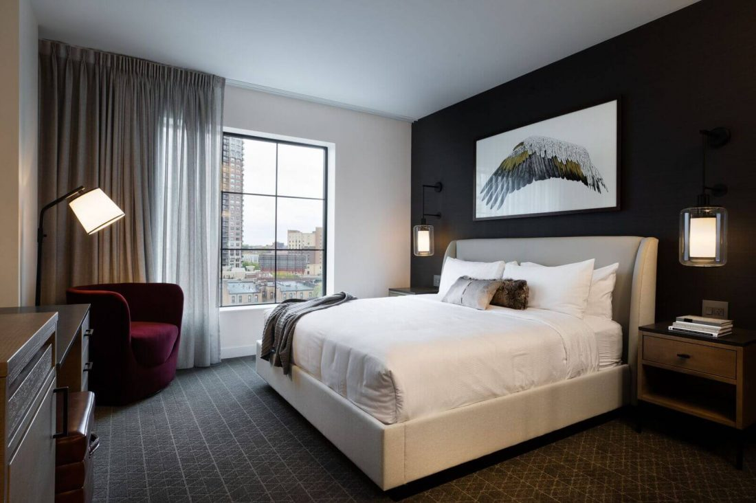 Deluxe King hotel suite in Minneapolis